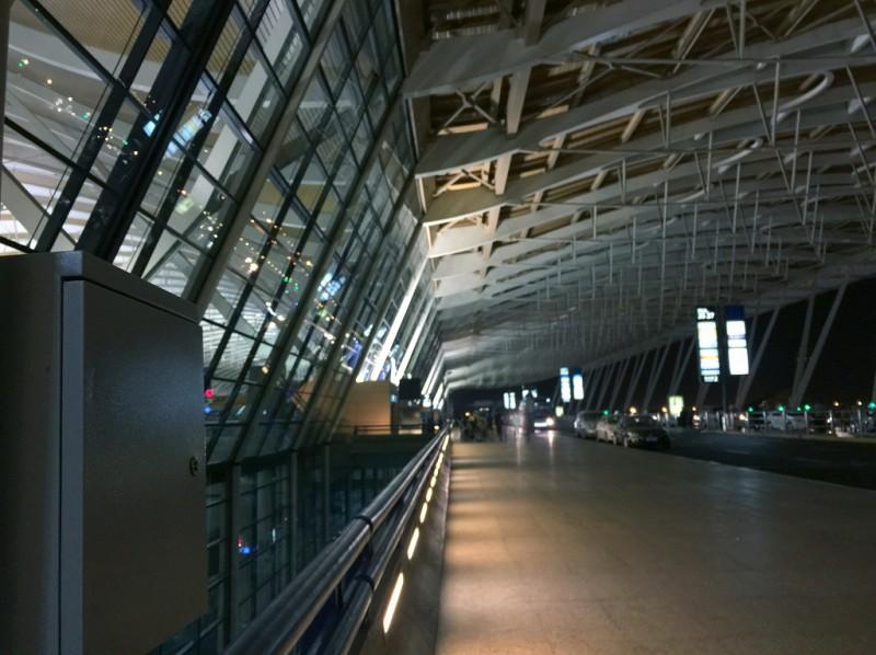 早朝の上海浦東国際空港