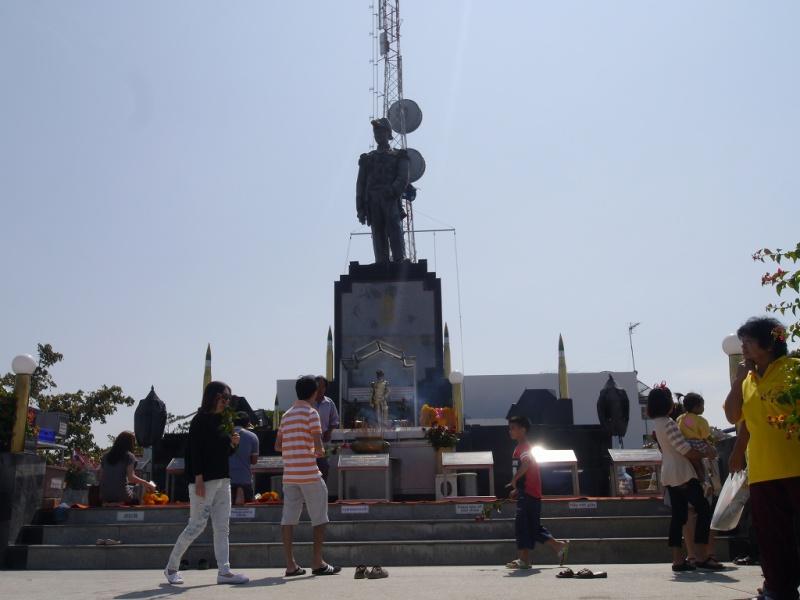 パタヤ船長の像