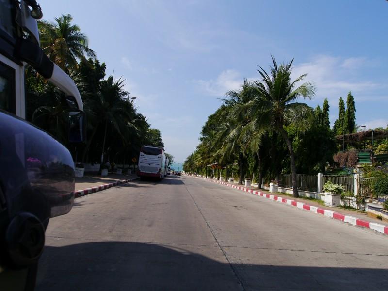 パタヤの海岸への道