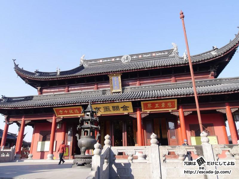 赤い壁の道教寺院